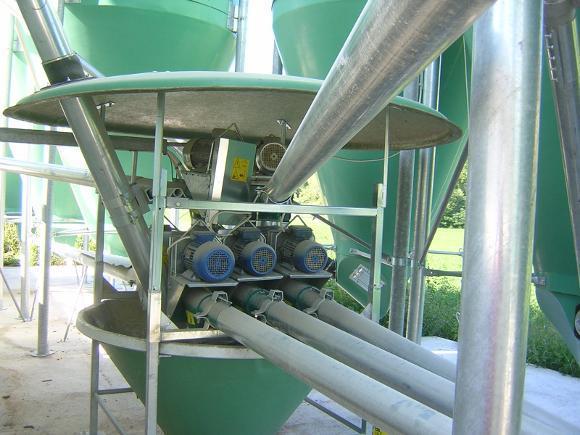 Dettaglio coclee di estrazione da silos vetroresina